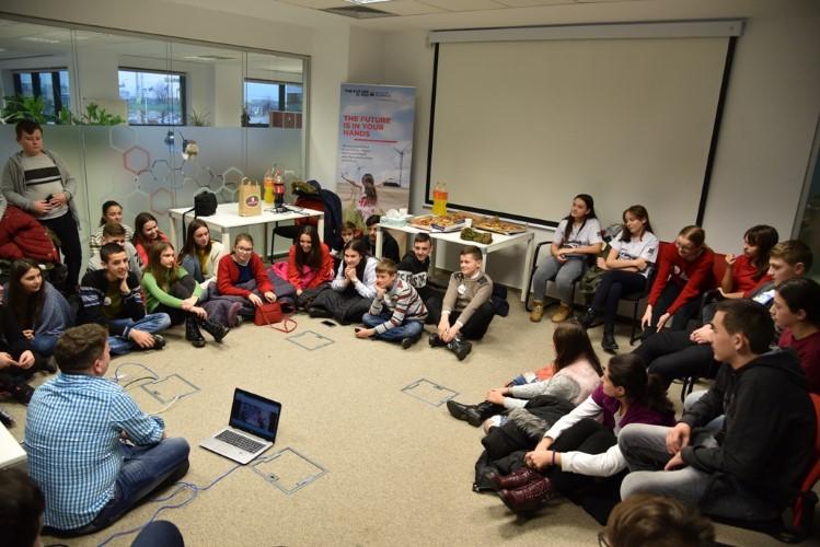 Implicarea SG EBS în comunitate Sprijinirea viitorilor IT SuperStars, in programul CODE Kids